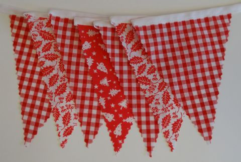 CHRISTMAS BUNTING - Gingham, Tree & Holly on White Tape - 3m/10ft - 14 flags (single-sided)